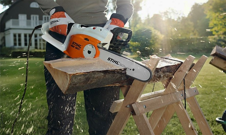 Top 10 Best Electric Chainsaws in 2018