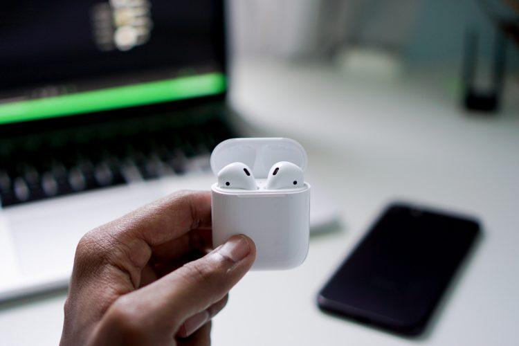 Apple AirPods 2019 Review