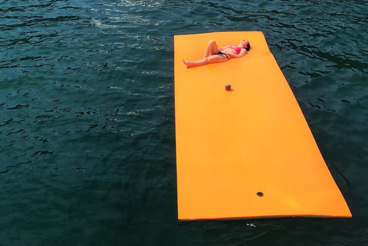 Floating mat