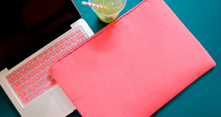 Pros & Cons of Using Laptop Protecting Case