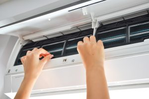 How to clean the air conditioner at home by yourself