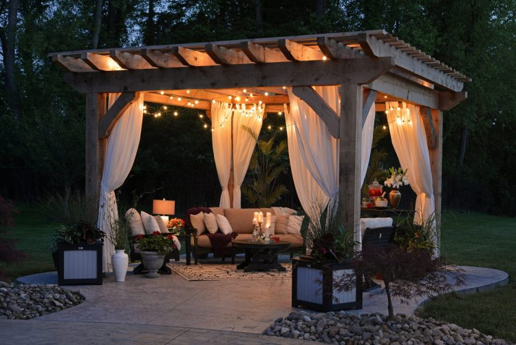 What Is The Difference Between a Gazebo and a Pergola?